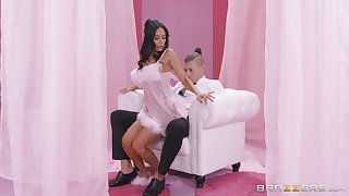 Tia Cyrus definitely knows how to please her sexual needs with her friend