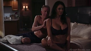 Gorgeous milf Reagan Foxx gets fucked and jizzed wide of scalding lover