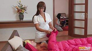 Ebony masseur Lola Marie spreads her legs to abominate fucked good